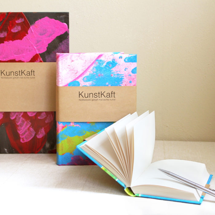 Detail of three different sizes KunstKaft note books